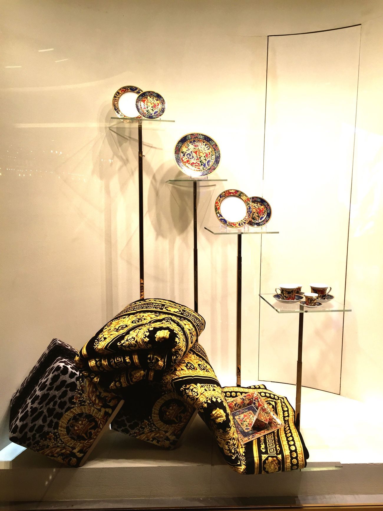 Versace Visual Merchandising Shopping Golden Shopwindow Photography Enjoying Life Taking Photos Walking Around