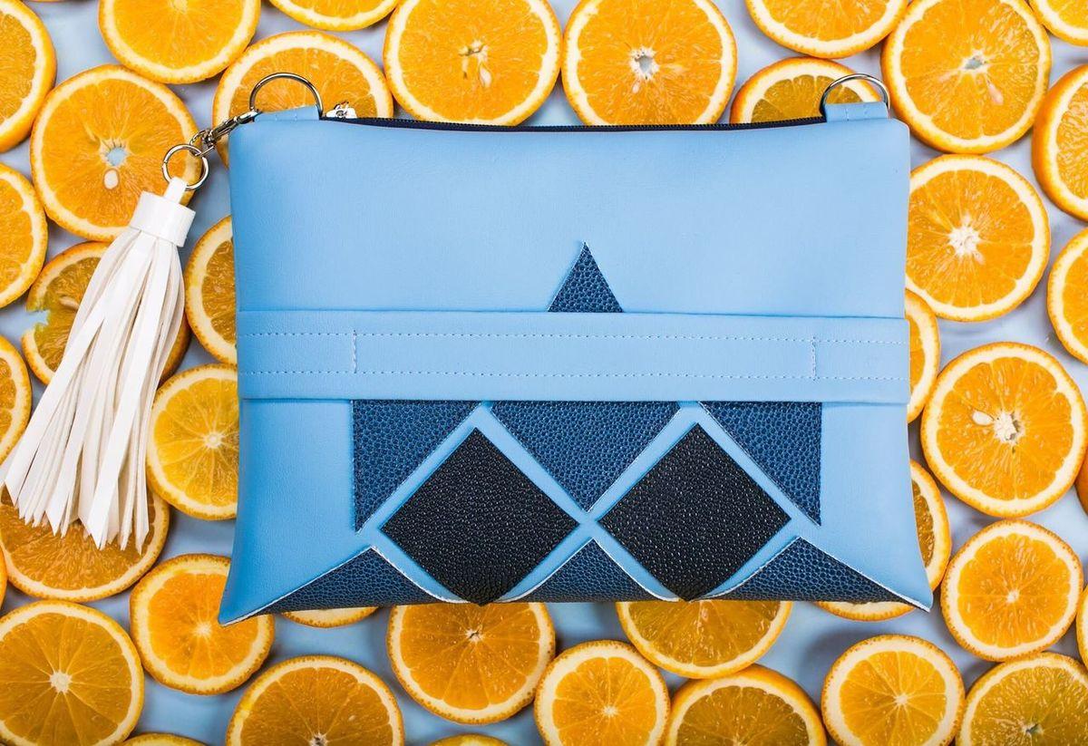 Orange Blue Backpack Naturmort