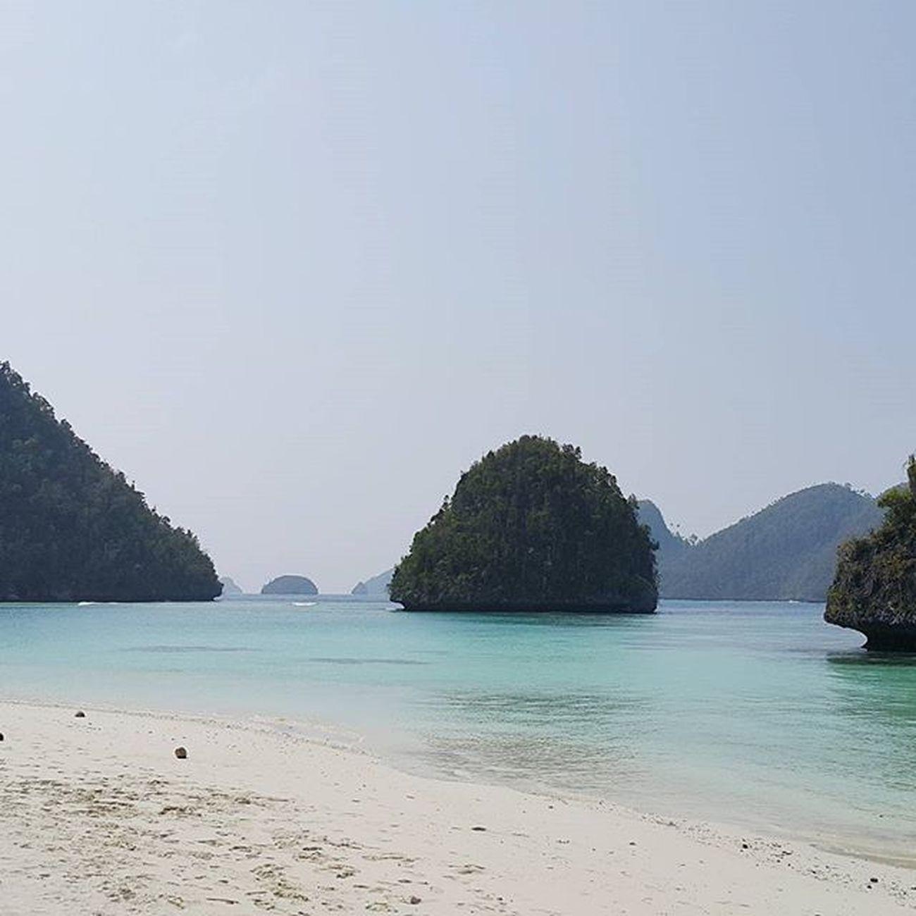 have a good good morning!! dari batuan berbentuk pincuk gemess 😝😚 Wayag Rajaampat
