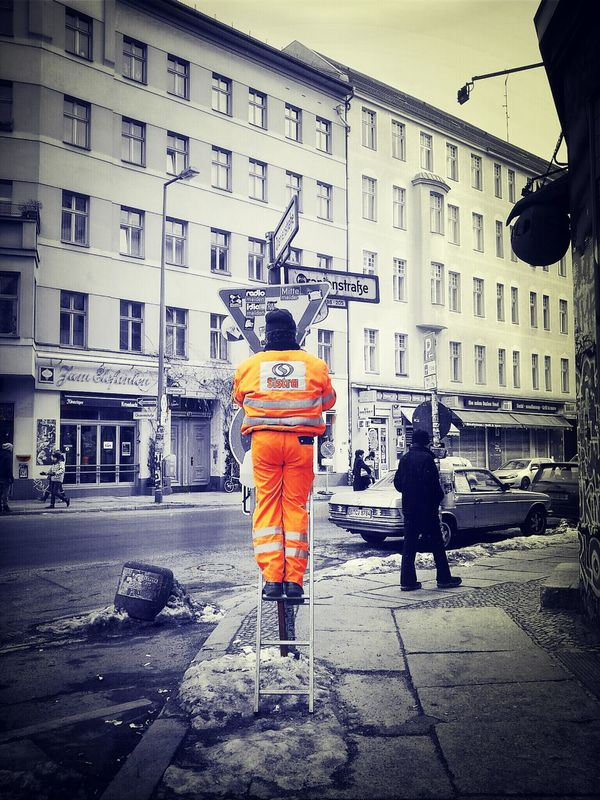 give way eye4thestreets streetphotography soistberlin  the world needs more orange by Frank