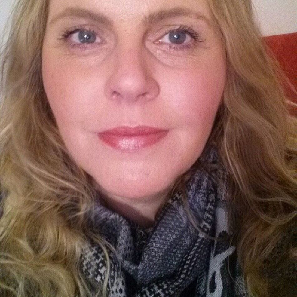 Me wearing Lipstick Morning Rose and Blush Autoerotique from the MAC Magnetic Nude Collection Me Selfie 41yearsold Mac macmagneticnude magneticnude limitededition autoerotique morningrose bblogger beautyblogger nofilter