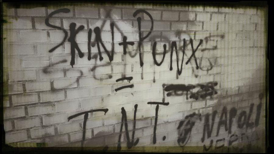 I muri parlano Bologna Wall Skinhead N Punk Antinazi