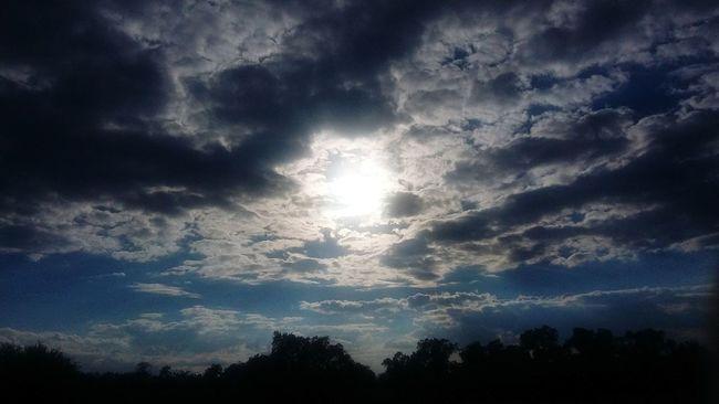 Quiero ver amanecer Sol Nubes Laluz