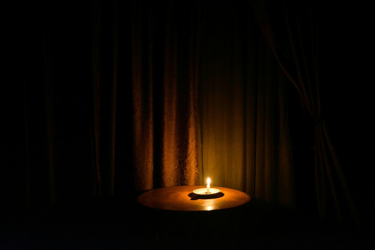 La chandelle derriére les rideaux Lowlight Candle curtains fire shadows Renaissance still life chiaroscuro gallery negative space Fine Art Photography art
