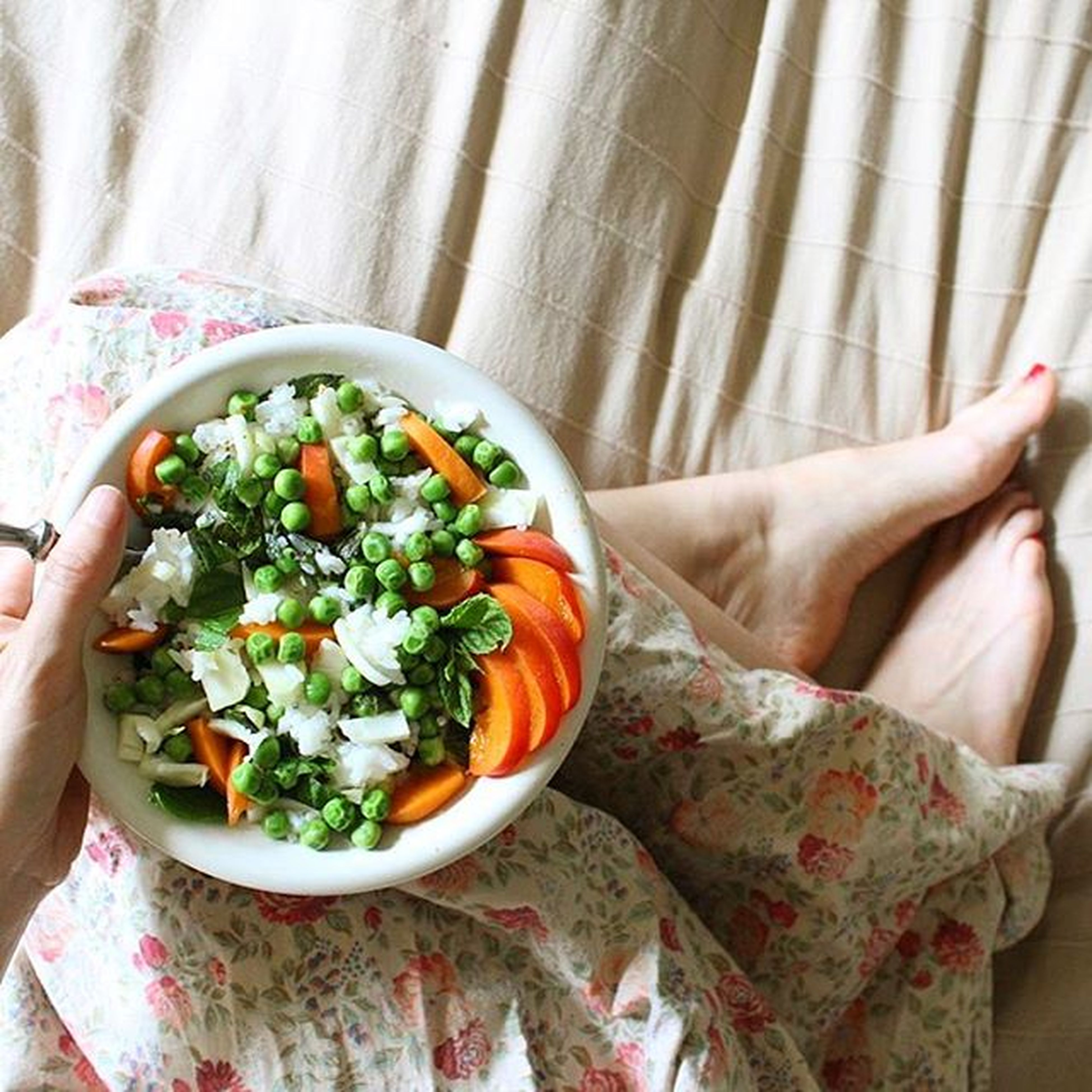 indoors, freshness, food and drink, table, food, healthy eating, bowl, plate, still life, high angle view, close-up, home interior, salad, no people, vegetable, ready-to-eat, tablecloth, flower, fabric, white color
