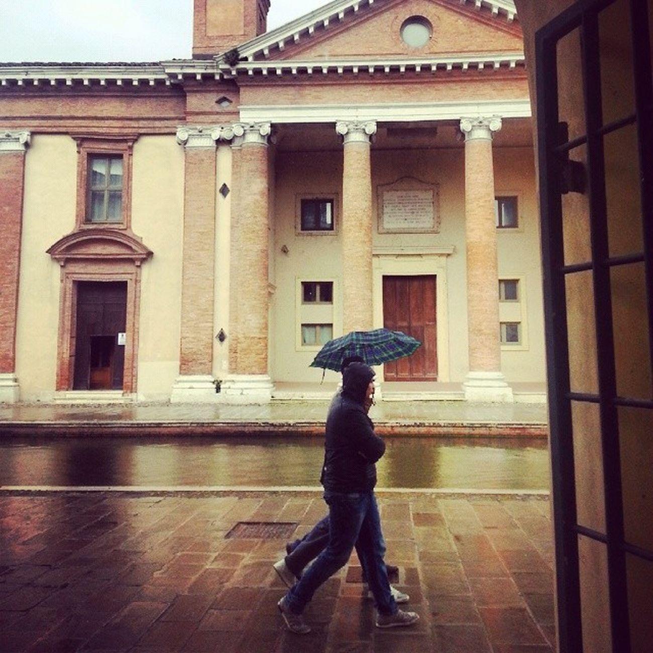 pioggia e noncuranza Pioggia Camminare Rain Walking