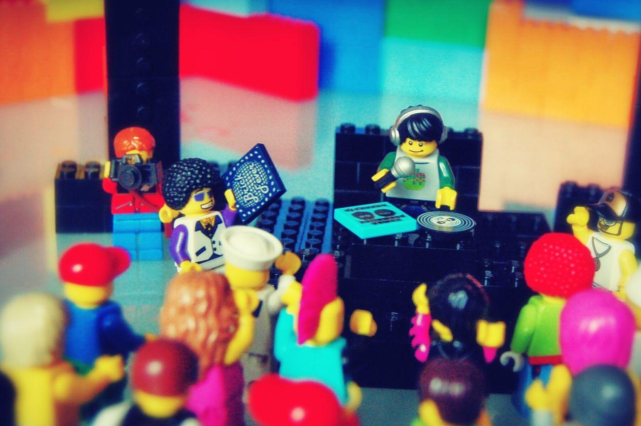 LEGO Legophotography Legophoto Legoparty Party Legodj Legominifigures Legofun