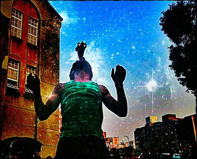 Emography Portrait Street Photography Streetperformer ....be Free.... ..life Is Burning Bright Streetphoto_color Streetart Taking Photos Enjoying Life