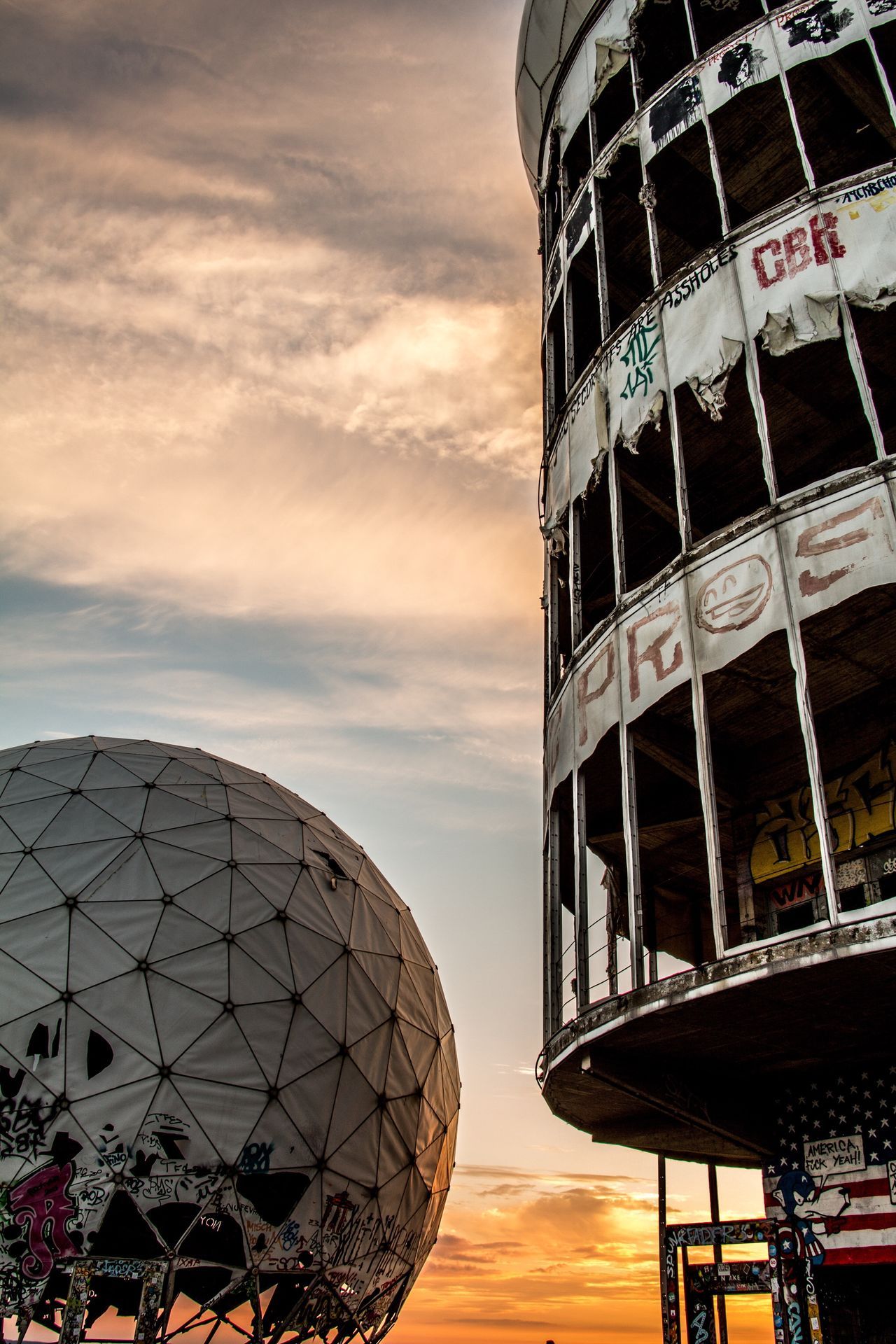 EyeEm EyeEm Best Shots Structure Capture Berlin Teufelsberg Berlin Teufelsbergberlin Taking Photos EyeEm Best Edits Old Ruin NSA Station Berlin Sky Sunset Ruin Ruined Building Graffiti Rotten Abhörstation Teufelsberg Abhörstation Evening Evening Sky The City Light
