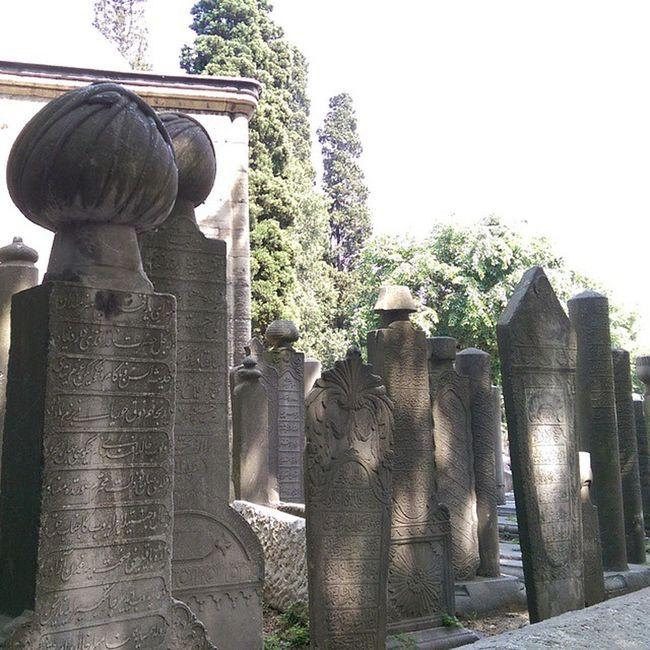 Eski mezarlar Eyubsultancamii Eyüpsultancamii Eyüpsultan  Cami camii architecture architech mimari islamicart wallart history istanbul travel color cemetery