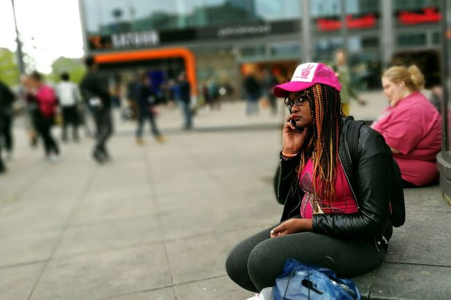 Eye4photograghy Mobilephotography HuaweiP9 Portrait Of A Stranger Portrait Portrait Of A Woman The Portraitist - 2016 EyeEm Awards People Watching Street Photography Streetphotography Streetphoto_color The Street Photographer - 2016 EyeEm Awards