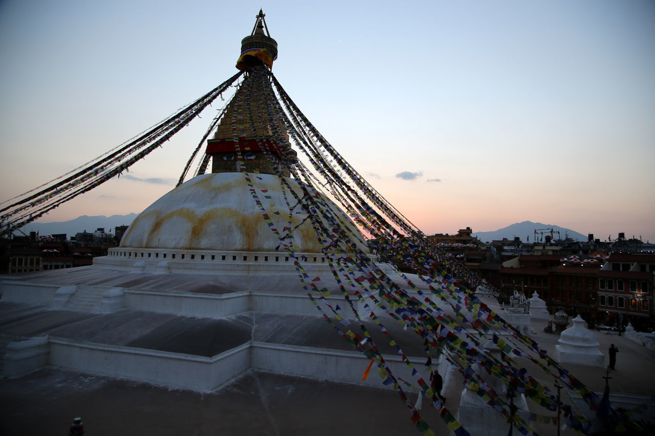 Boudhanath temple at dusk from a rooftop terrace Temple - Building Gebetsfähnchen Prayer Flag Gebetsfahnen Prayer Flags  Bodnath Boudanath Stupa Boudhanath Bodnath Stupa Praying Pray Nepalese Nepal Nepali Way Hinduism Buddhist Temple Buddhism Buddhist Buddha