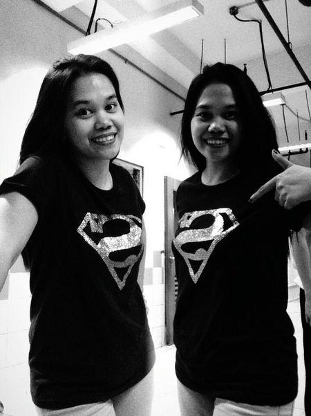 Supergirl Superwoman ❤ Wonderwoman💪 Doppleganger ?? Haha Twin 👭 Black And White 😘