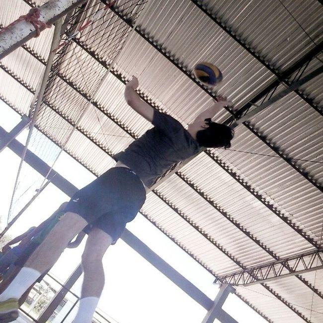 """Ontem foi dia de """"aula"""" de vôlei segundo @gfit_systems Passo """"3 - E, pá."""" VôleiRR VôleiRoraima Vôleidequadra Voleibol Frv Cbv Fivb Cbvôlei Esporte Tenis Tênisvôlei Mizuno Mizunovôlei Mizunorr Mizunobr Mizunovolley Mizunovolleyball"""