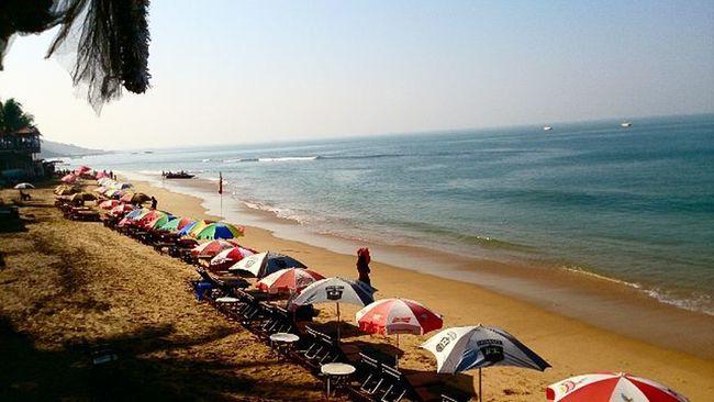 Goa mornings Goa Beach Anjuna Arabian Sea Arabiansea Goadiaries Morning Instamorning Beachcafe Horizon Instadaily IGDaily Picoftheday Northgoa Sunburn Supersonic Sand Bluesea Ankitdogra