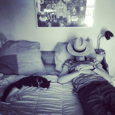 Le repos des guerriers Relaxing Cat Cute Cats Blackandwhite Dayoff Sleeping Monochrome Holidays