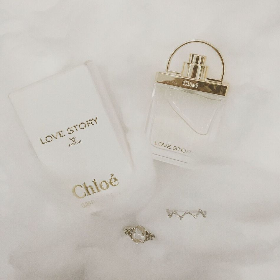 [Sparkling lights and music. A crowd. And Her. And him. Their paths cross, a few mumbled words, a moment.] Phù phiếm. Perfume Chloe Lovestory Lovescent Love Huongmuathu Free Feminity Perfumelover