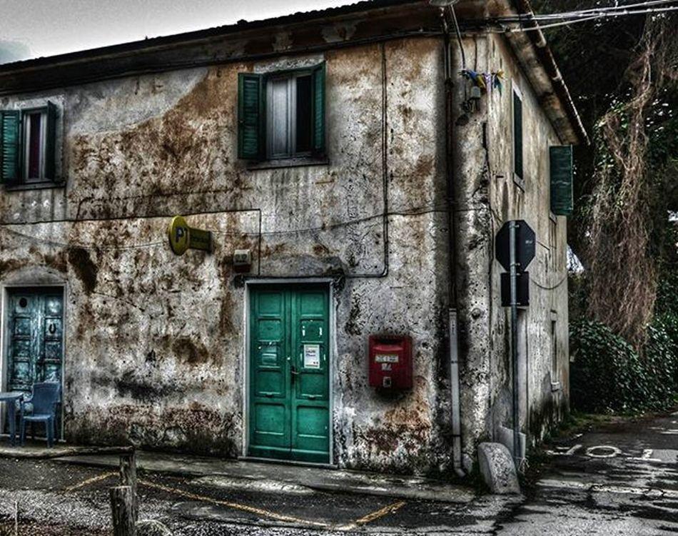 Poste chiuse 😂 Volgoitalia Volgotoscana Igers Italia Toscana Liguria Terradimezzo Igersitalia Photooftheday Photoart Italy Tuscany Like4like L4l F4F Instagood Instamood Instadaily