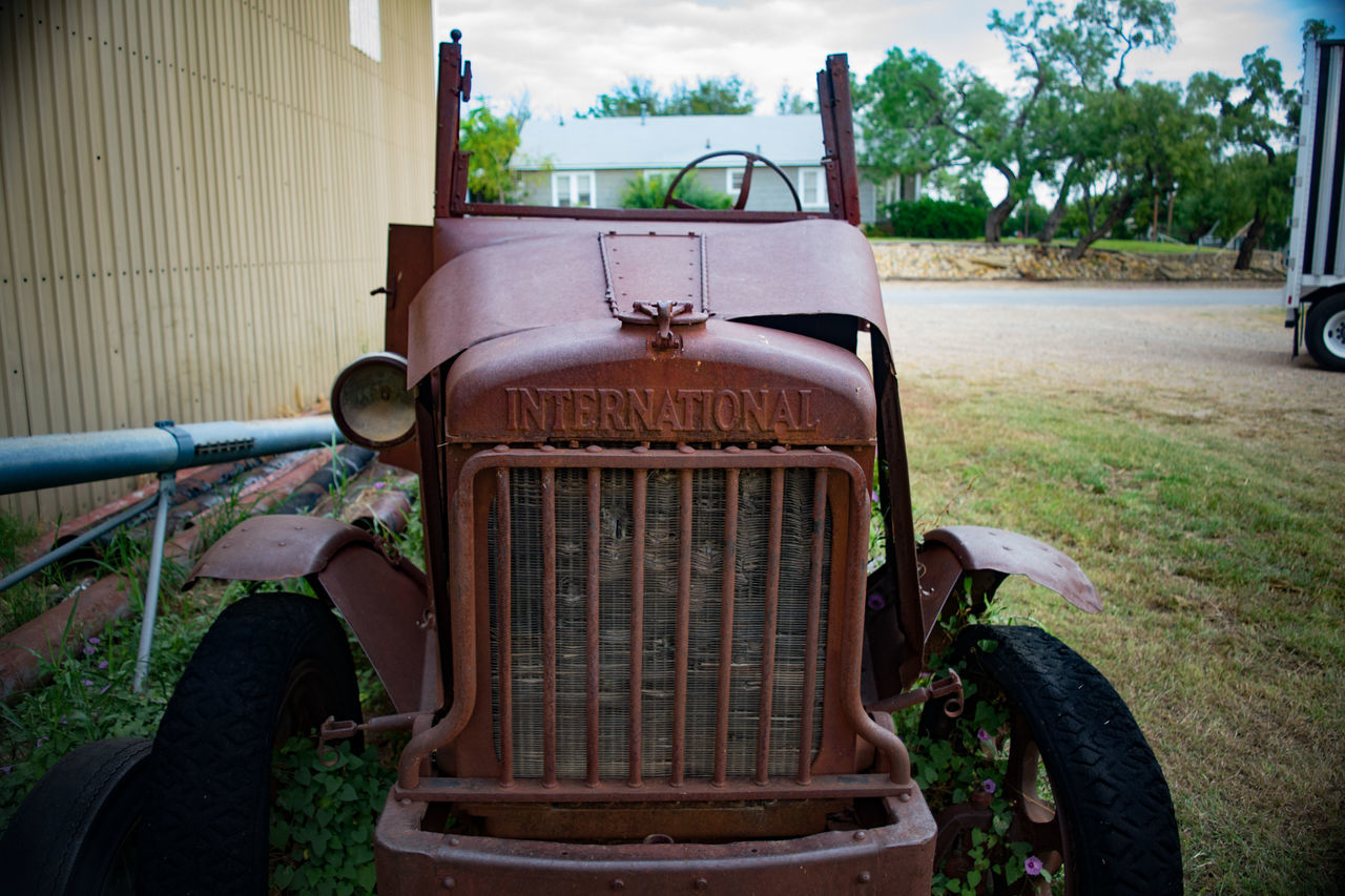 Abandoned and rusting truck adjacent to the feed store in Albany, TX Abandoned History History Through The Lens  International Harvester Old Old-fashioned Rusty Texas Truck Meinautomoment