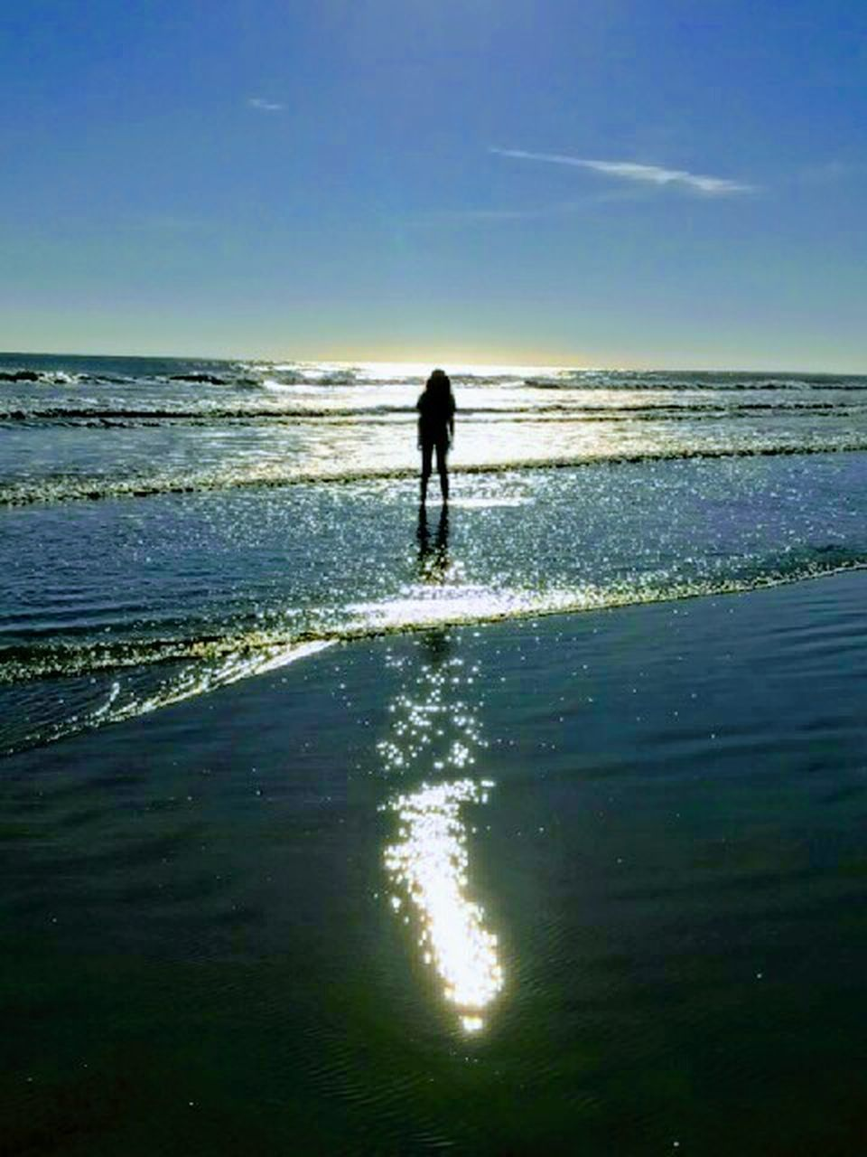 sea, silhouette, beach, horizon over water, nature, water, one person, reflection, scenics, beauty in nature, sky, tranquility, tranquil scene, sunlight, sand, sunset, outdoors, vacations, full length, wave, day, people