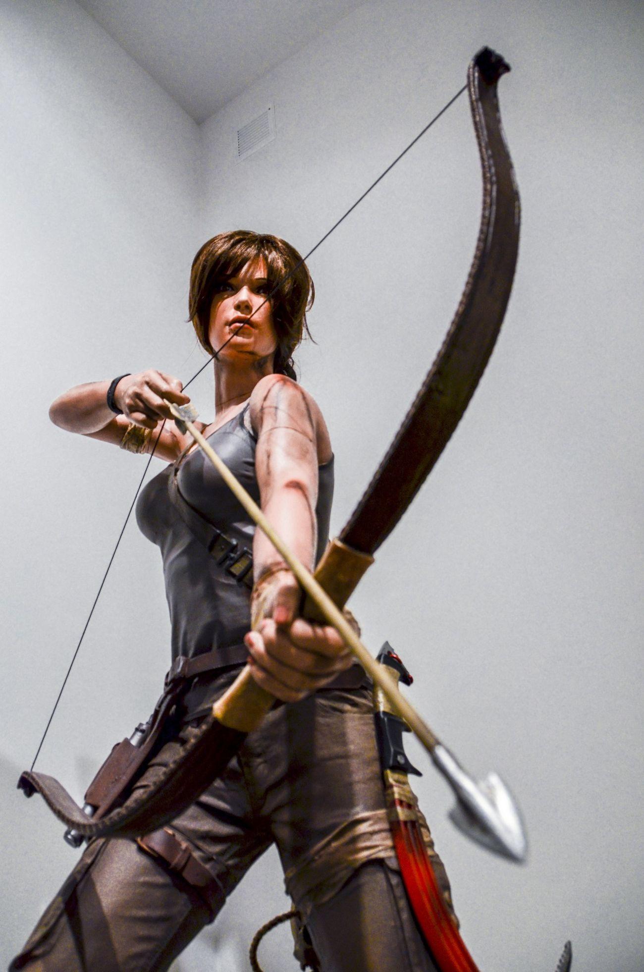 Heroine Lara Croft Tomb Raider  Arrow