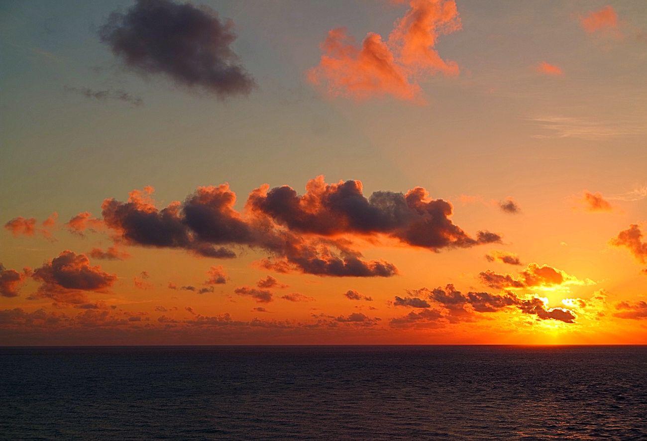 Bal Harbour EyeEm Best Shots - Sunsets + Sunrise Miami FL Usa 🇺🇸☀️ Sunset #sun #clouds #skylovers #sky #nature #beautifulinnature #naturalbeauty #photography #landscape