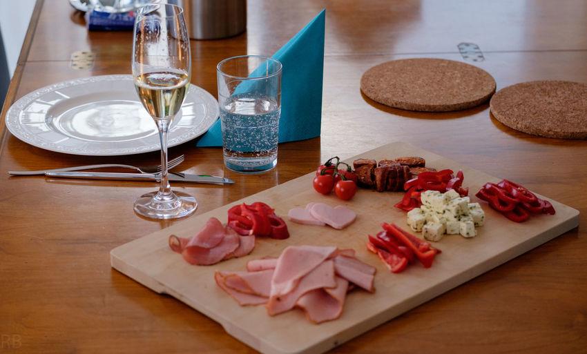 Home Cutting Board Food And Drink Freshness Gedeckter Tisch Indoors  Plate Sekt Table Vesper Wurstplatte