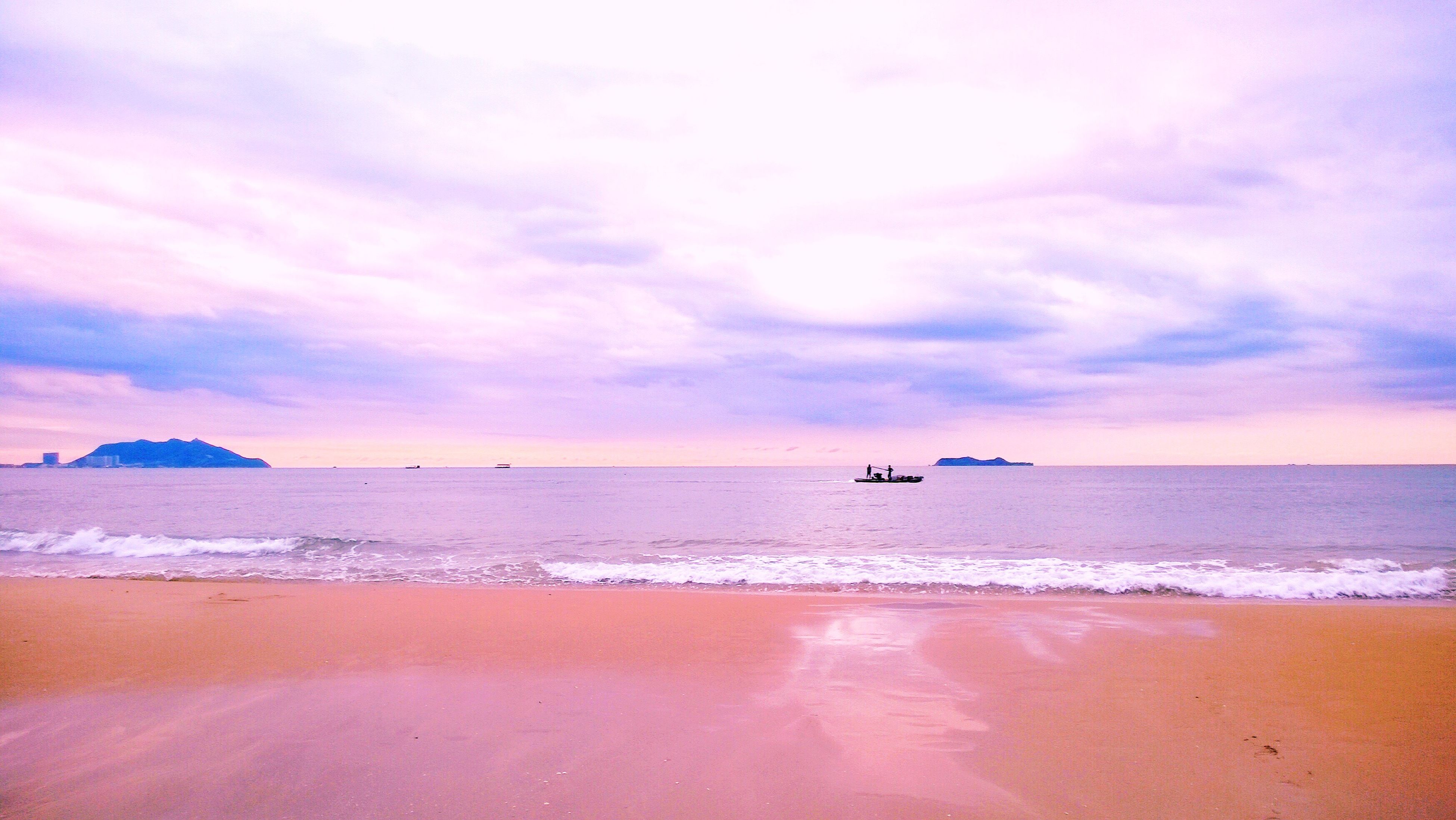 sea, horizon over water, water, beach, sky, scenics, tranquil scene, beauty in nature, tranquility, shore, cloud - sky, sunset, sand, nature, idyllic, cloud, nautical vessel, cloudy, wave, transportation