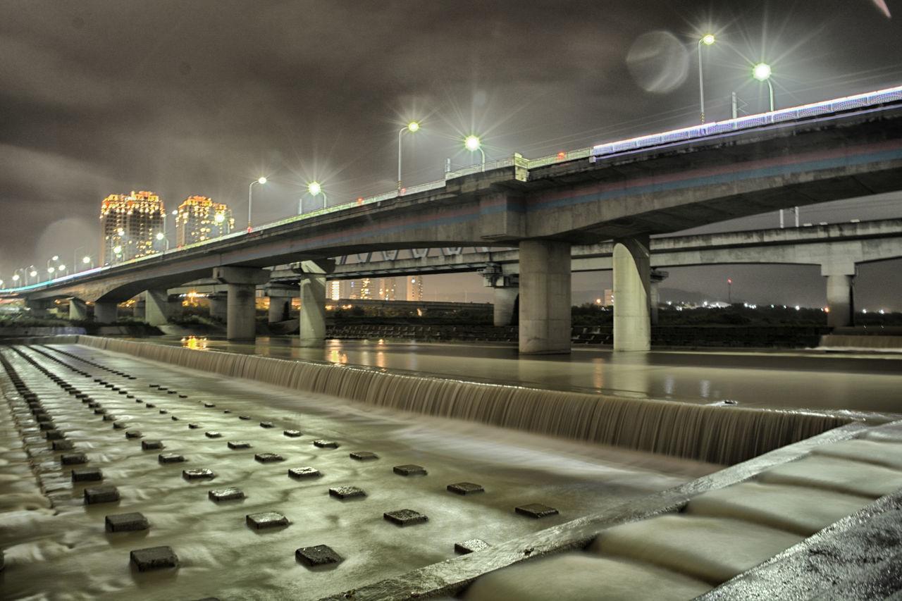 下雨 反射 夜景 新竹 橋 河流 竹北 陰天