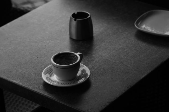 Sometime we need a coffebreak.. just relaxing and think of nothing.. 🙏 Coffee Coffee Break Ashtray  Coffecup Bnwphotography Bnw_friday_eyeemchallenge Bnw Noedit Nofilter Eye4photography