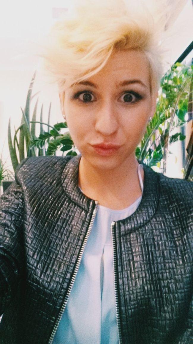 That's Me Coffee Break Makeup Blondie