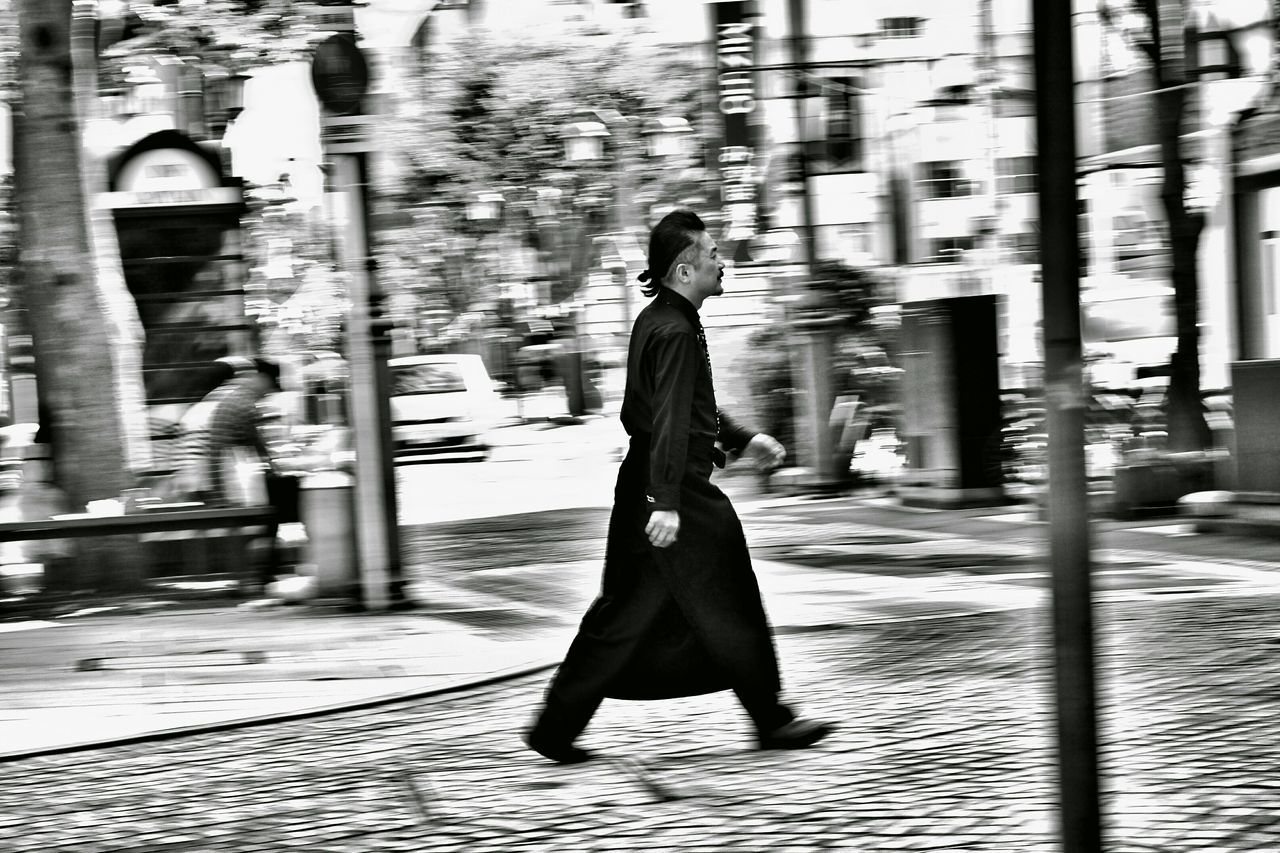 Capture The Moment Streetphotography Panning Black And White Urban Exploration Uzu St. People Hitori. Walking I Love My City Getting Inspired Fine Art EyeEm Best Shots 15_10