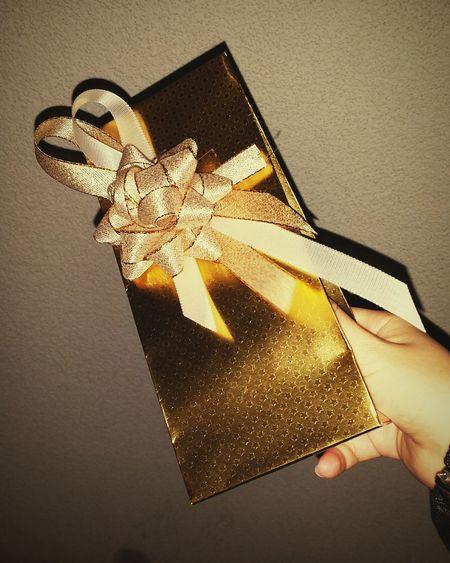 Present Golden Gift Birthday Party Birthdaysex Jeremih