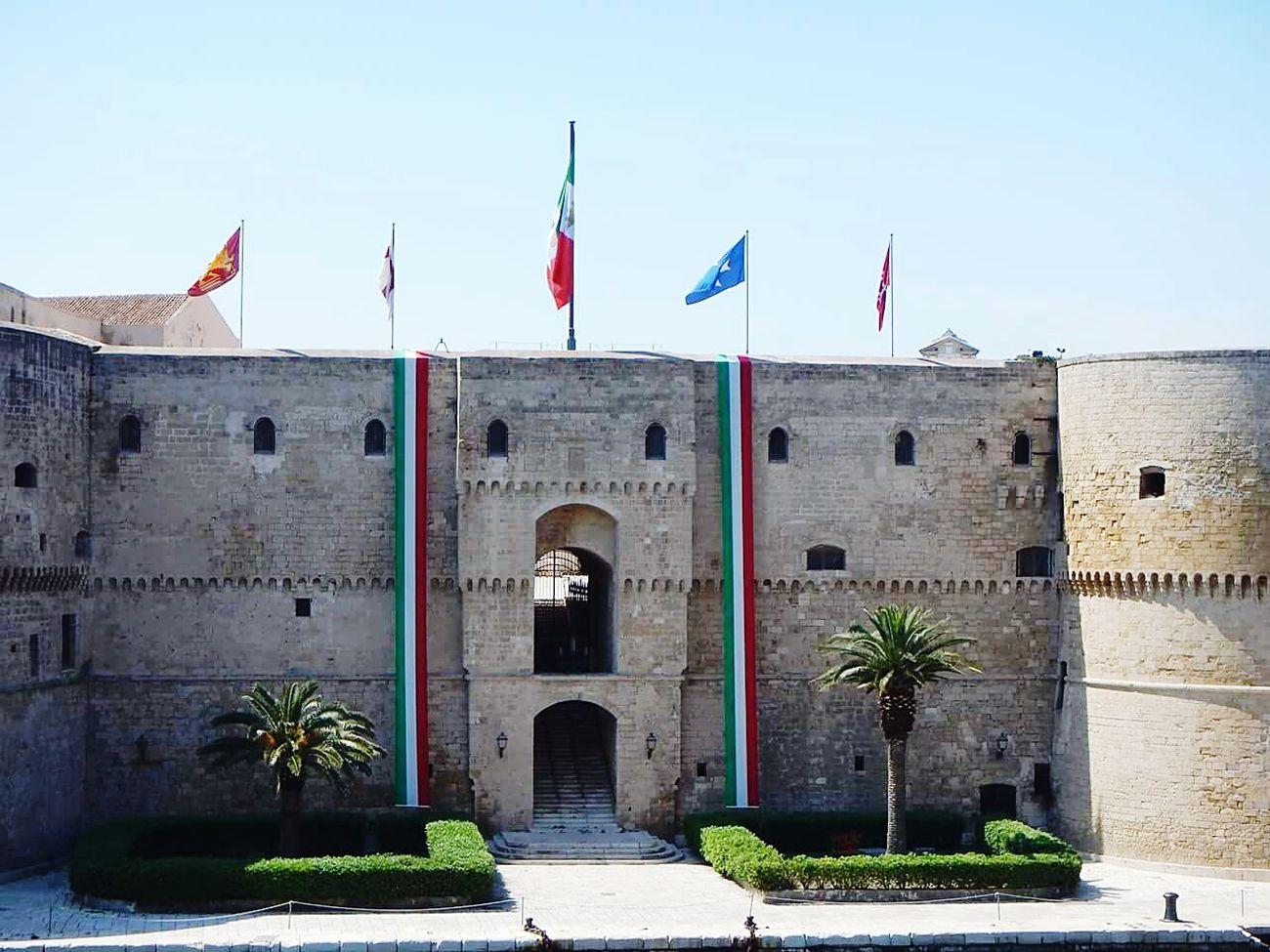 25 Aprile Festa 25 Aprile Castello Aragonese Taranto Lungomare