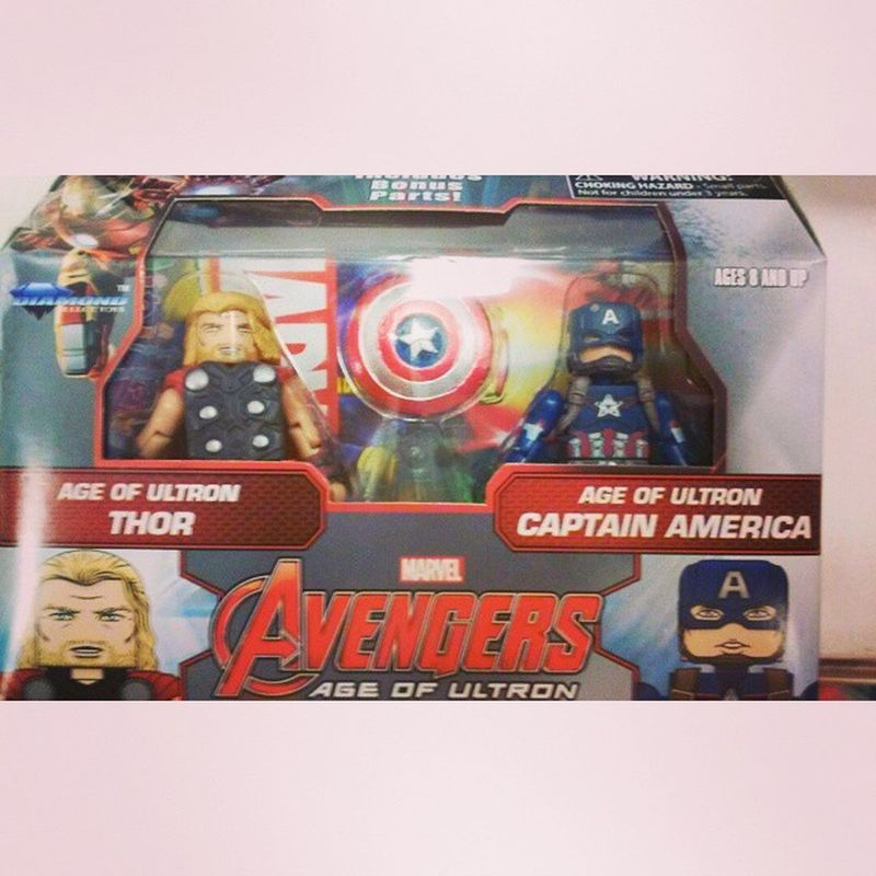 Got my first minimate box set i absolutely love em! Thanks to my bro @very_thing_awsome check em great collector. Diamondselect Ageogultron Mcu Marvel Avengers Captainamerica Thor  Figurelife Figurecollecting Collector Minimates Disney Toysrus Geekyguy Avengers2 Steverodgers Greatday