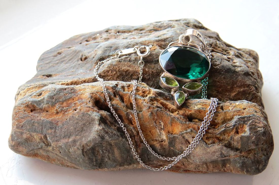 Beautiful Close-up Jewelry Necklace Pendant Peridot Semi Precious Stones Silver  Silver Necklace Silver Pendant Tiffany Tiffany&Co. Tsavorite Vintage Vintage Jewelry