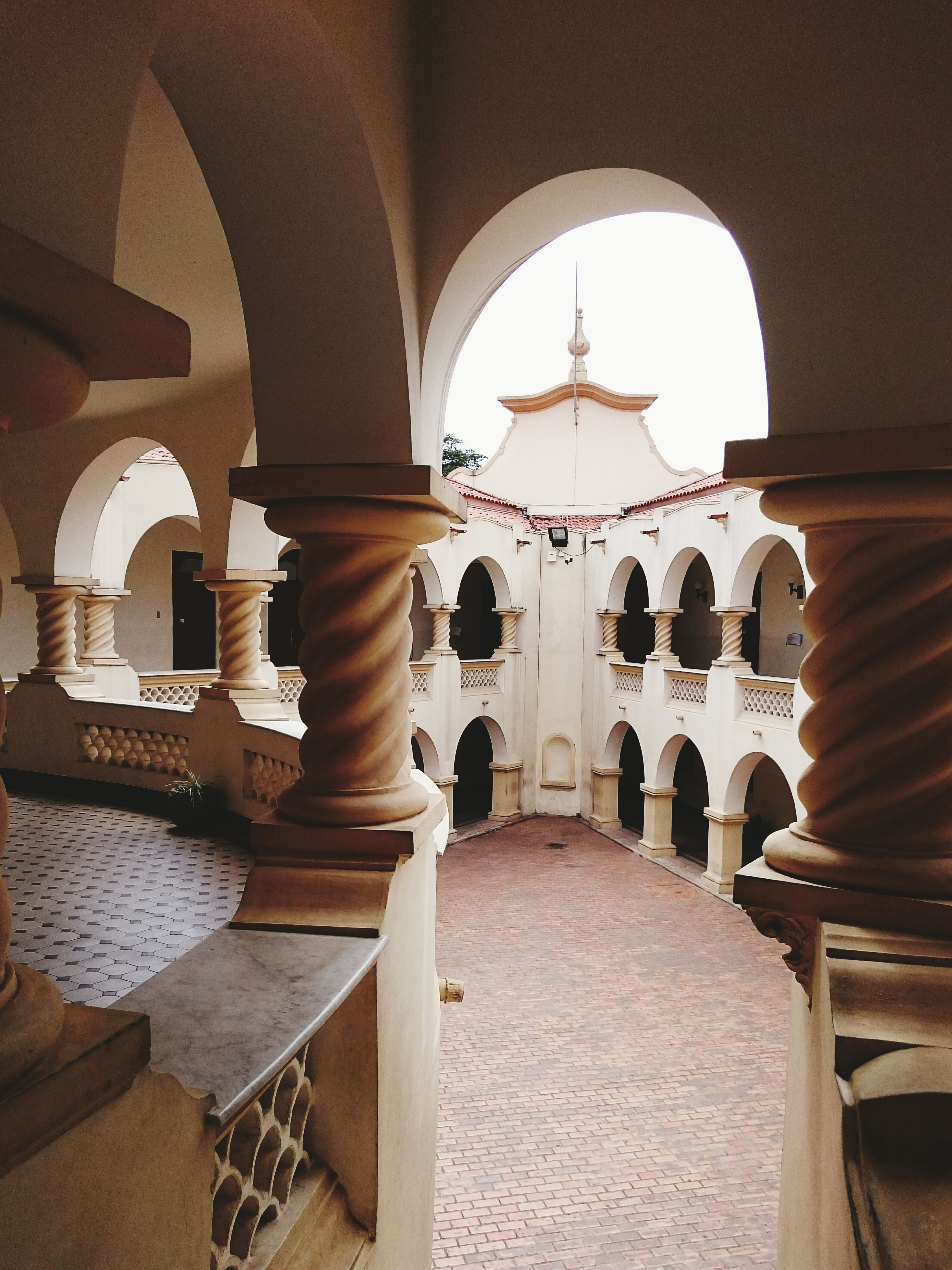 Architecture Belohorizonte School Ivan_mont