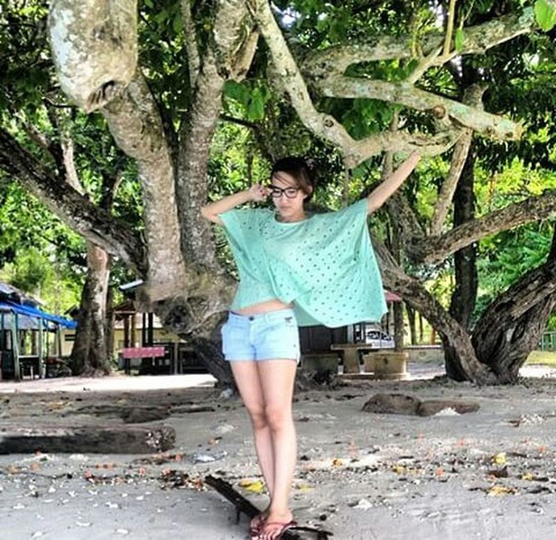 😚😚😚. Love Lovely Family Beach Holiday Vacation Ambon Ambonese Mollucan Maluku  Pantailiang Liangbeach Wonderfulindonesia Beautifuldestination INDONESIA