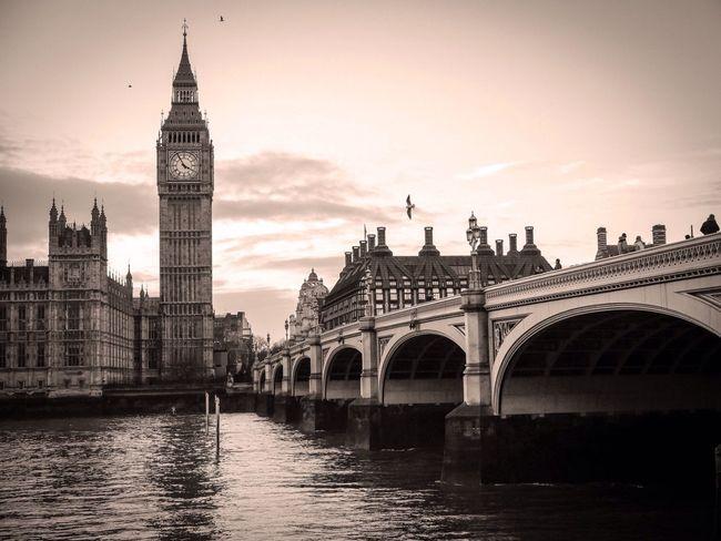 Permission to land. London LONDON❤ EyeEm EyeEm Best Shots Showcase: January EyeEmBestPics EyeEm Gallery Eyeemphotography Monochrome London_only
