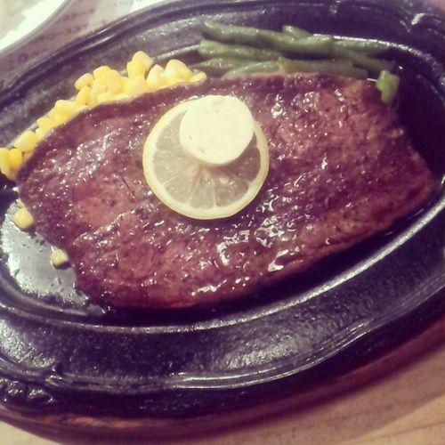 今宵は仕事を定時で終え、カミさんと外食。アメリカ産牛肉のハラミをミディアムでガッツリいただきます。 久しぶりに旨い肉に出会いました。 ステーキハウス ペコペコ ハラミ ミディアム 肉