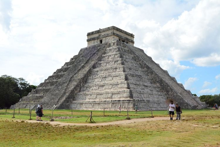 chichen itza Shoot Chichen Itza Ruinas Cultura Travel Destinations History Ancient Pyramid Tourism Tourist Travel Ancient Civilization The Past Archaeology Built Structure Architecture Old Ruin Vacations Cultures Incidental People Sky Cloud - Sky Two People Day