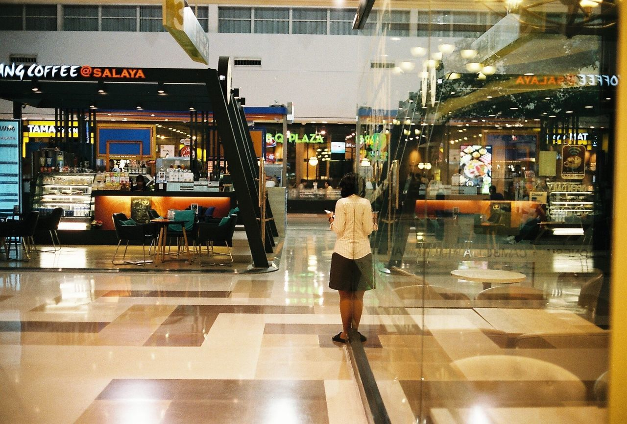 Street Streetphotothailand The Week Of Eyeem Streetphotography Street Photography Streetphoto_color Reflection Canonetql17 Fujicolorsuperia400 Ishootfilm Film Photography Filmisnotdead Filmcamera Film