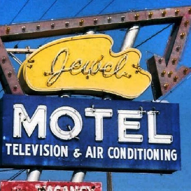 Jewel Motel with Television! - Belleville KS Trailblazers_rurex Trb_whatsyoursign Signjunkie Signswitharrows signgeeks rous_roadsigns rsa_rural rsa_ladies rsa_vintage
