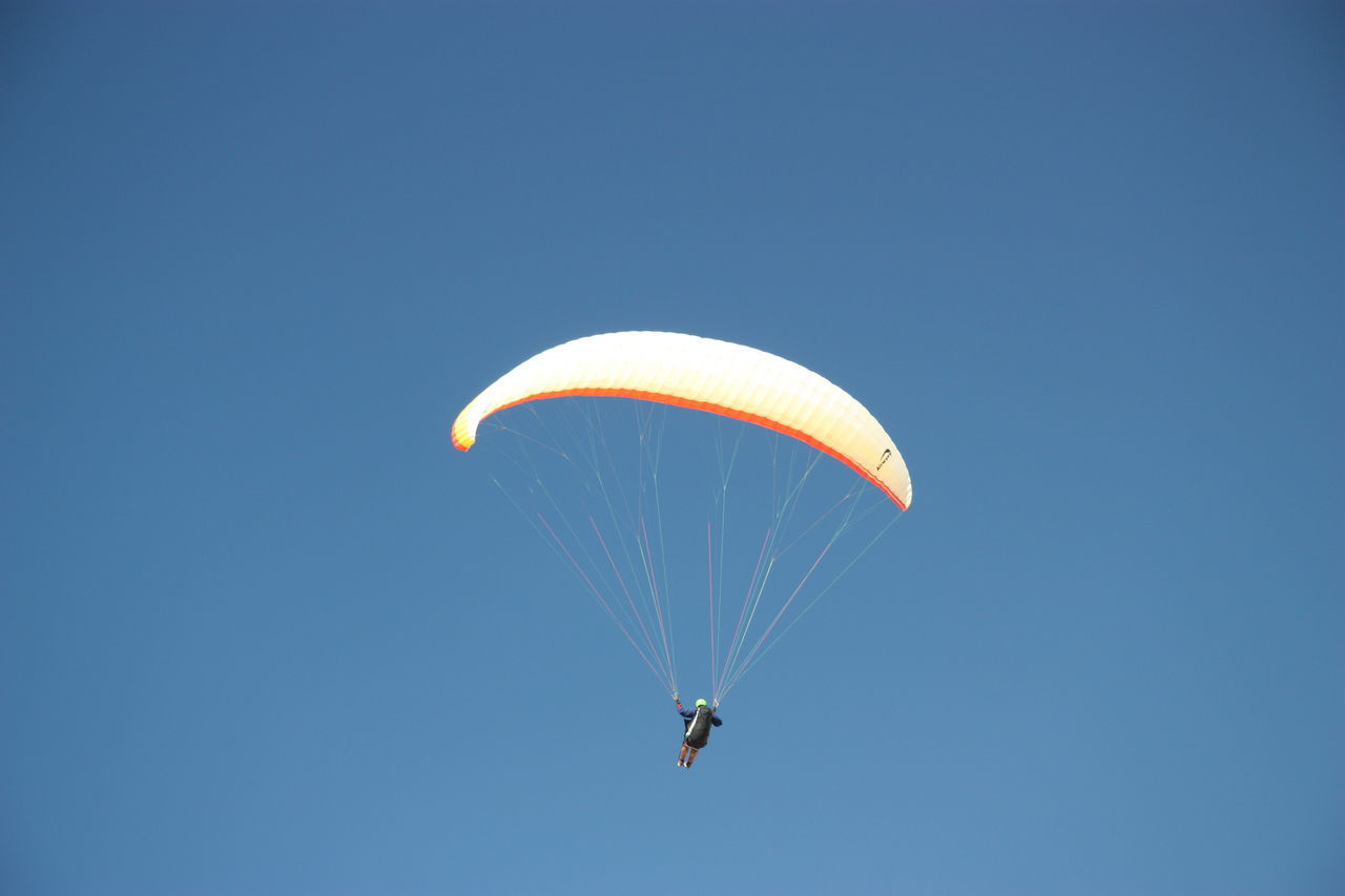 ASA At The Beach Aviate Bougie Clear Sky Extreme Sports Fleet Flow  Fly Flying Mid-air Parachute Paraglider Paragliders Paragliding Paragliding Parasail Parasailing Parasailor Sail Summer Transportation Vela Wind Wing