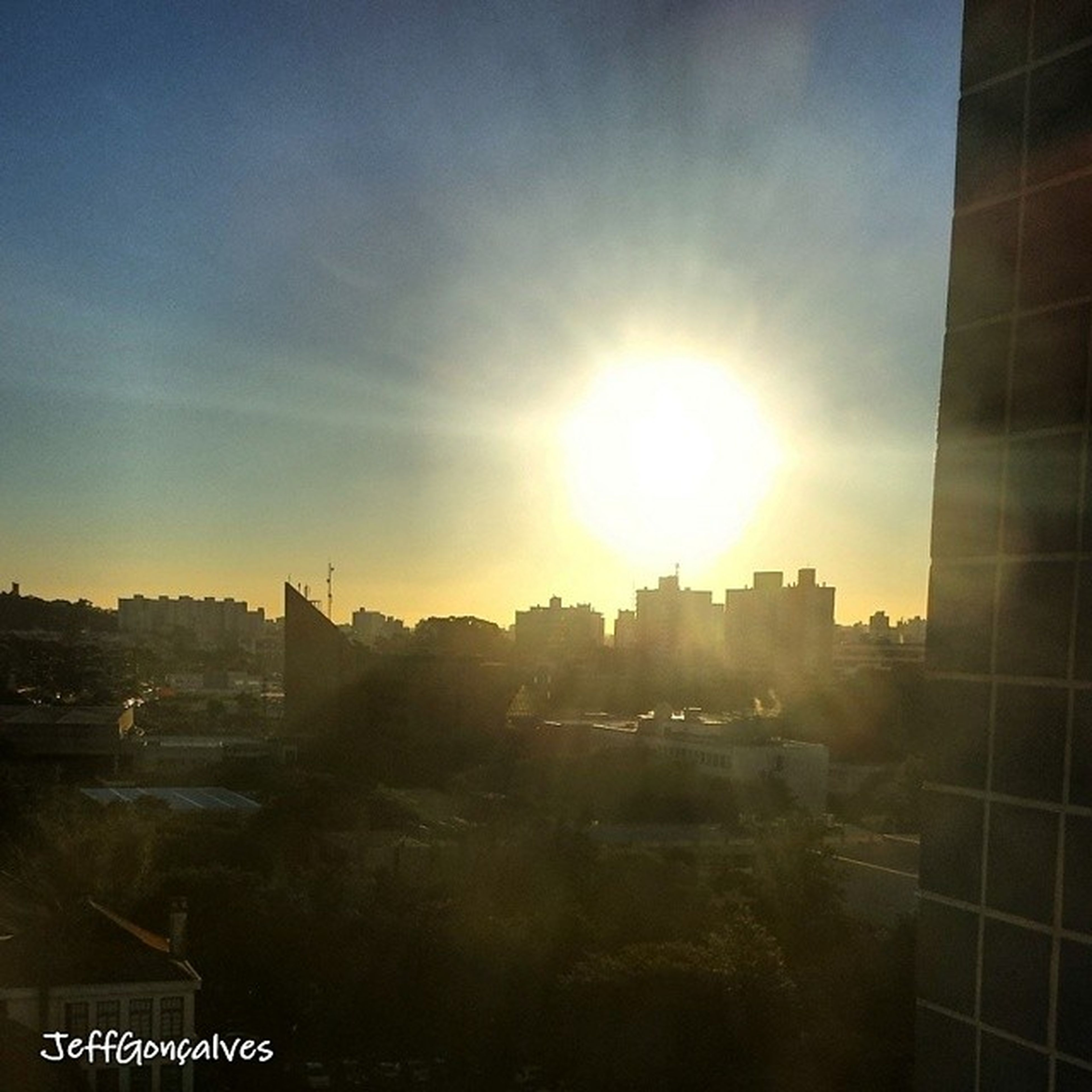 building exterior, architecture, built structure, sun, sunlight, sunbeam, city, sky, lens flare, cityscape, residential building, building, residential structure, sunset, residential district, sunny, outdoors, house, no people, bright