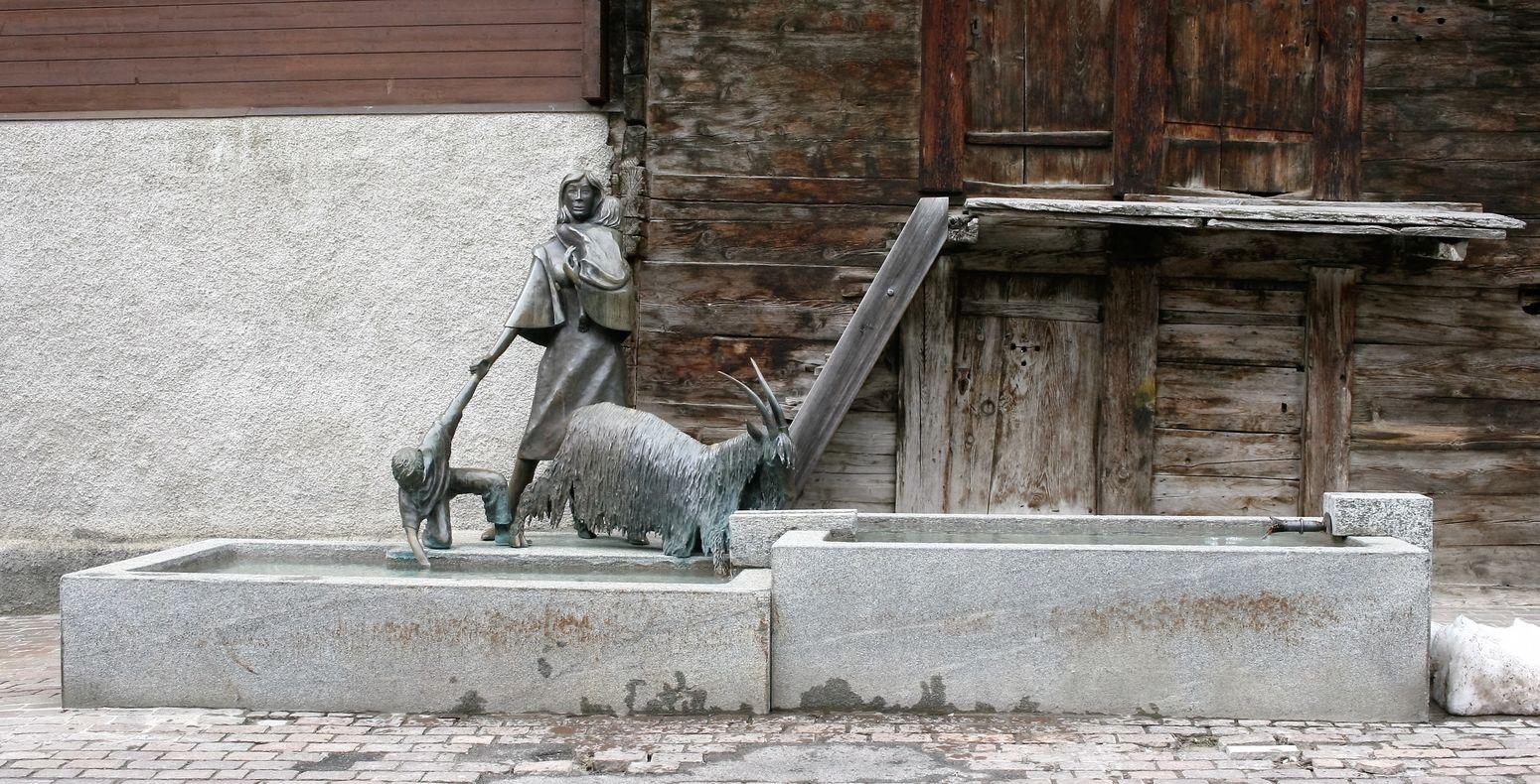 Life of earlier in the Swiss Alps Brunnen Fountain Kunst Kunstwerk Leukerbad Sculpture Skulptur