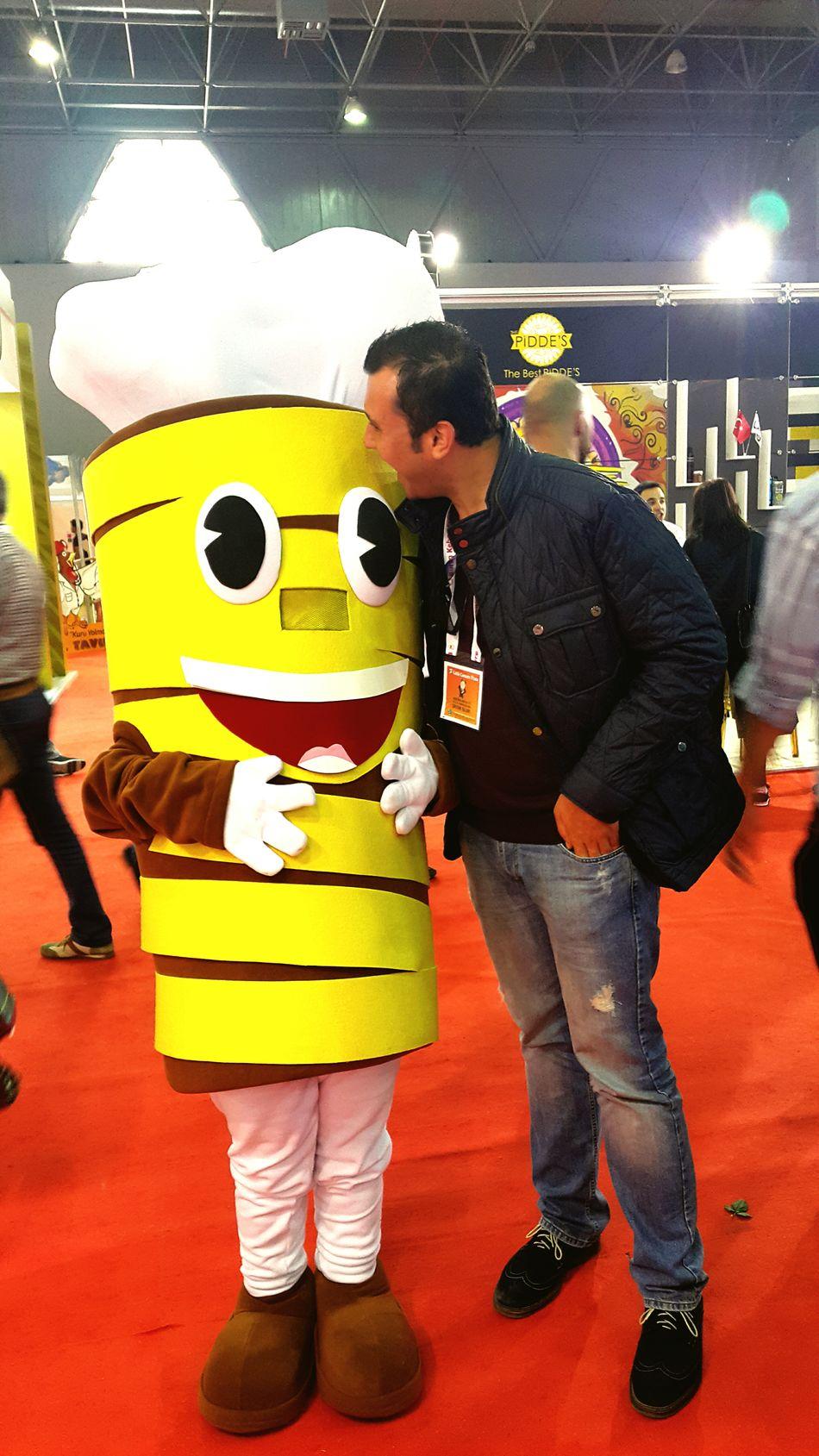 Döner bedava dediler, maskotu bile yemeyi düşündüm 😂 Expo 2015 Turkish Food Doner Kebab Istanbul Turkey