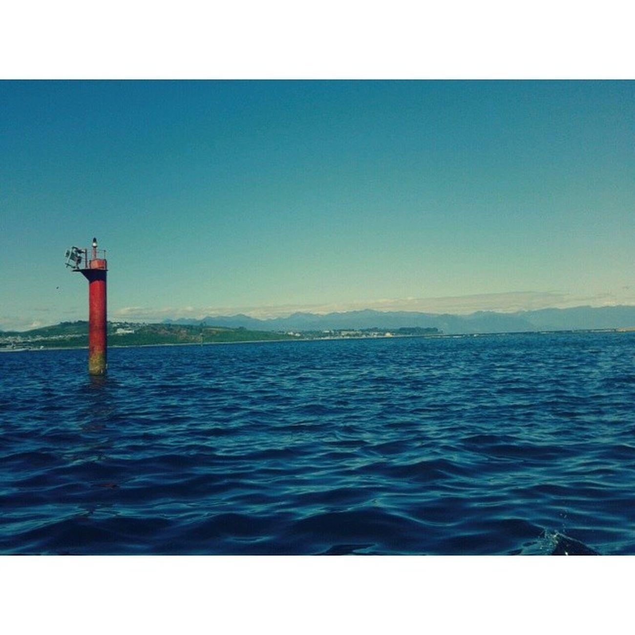 Mar Oleada Mama Resando lindo dia cielo azul