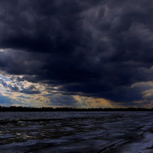 омск сибирь ледоход мгла сумрак тьма небомореоблака тучиходятхмуро Иртыш лед панасоник Omsk Siberia Spring Skyseacloudes Storm Darkness Clouds Irtysh Ice