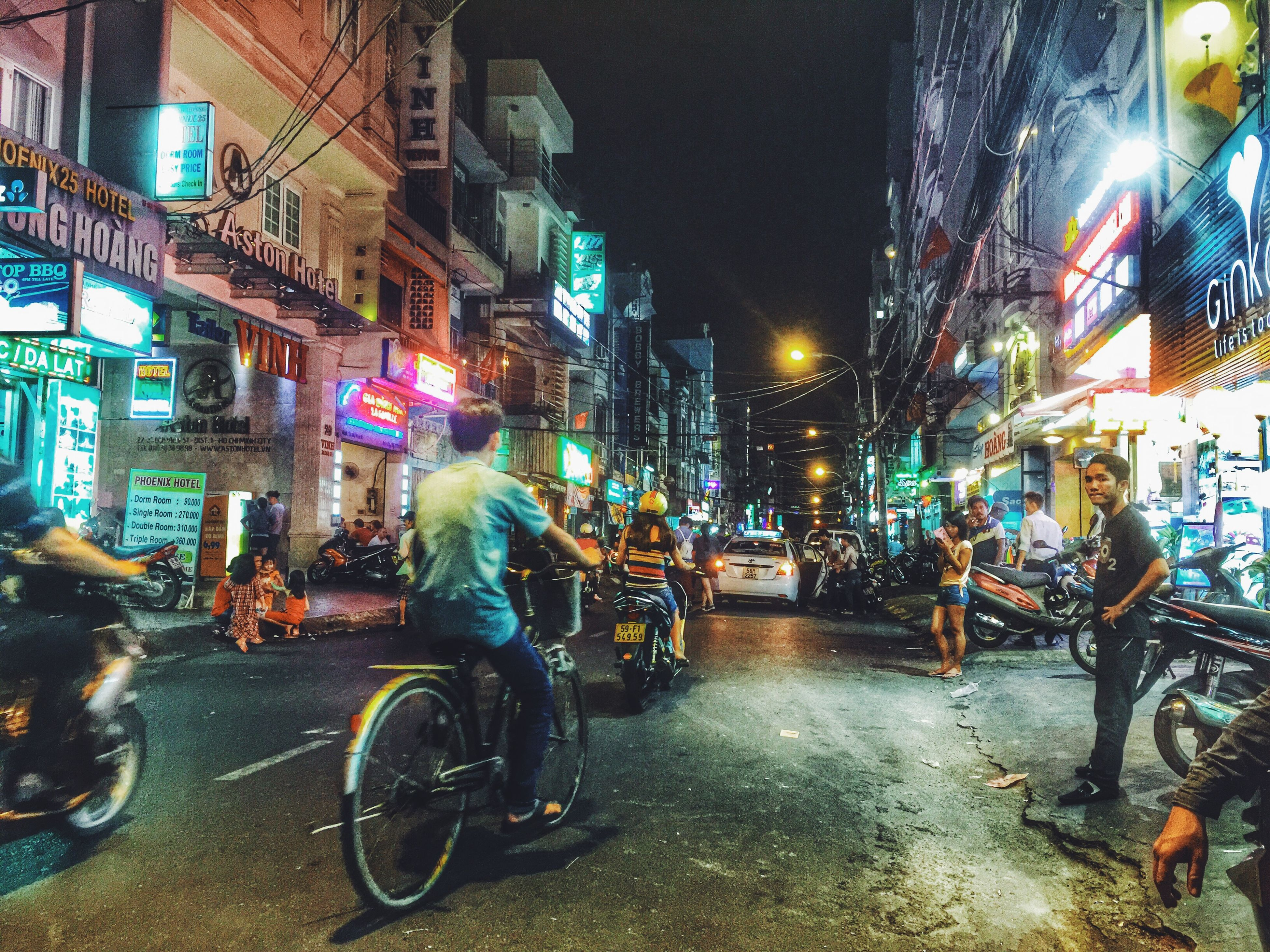 bicycle, illuminated, night, building exterior, transportation, land vehicle, built structure, architecture, mode of transport, street, city, parking, parked, stationary, city life, street light, city street, car, lighting equipment, building